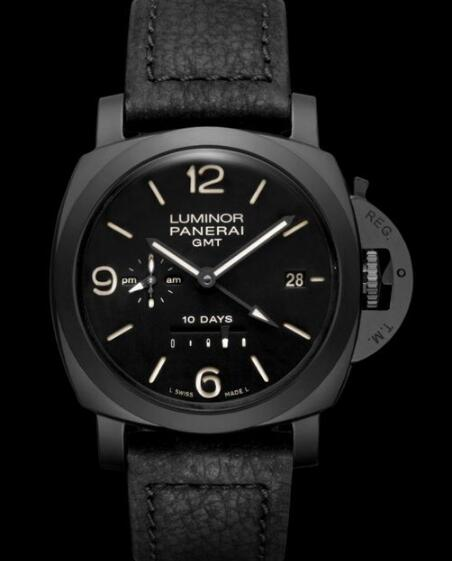 The whole black timepieces are filled with cool and decent feelings.