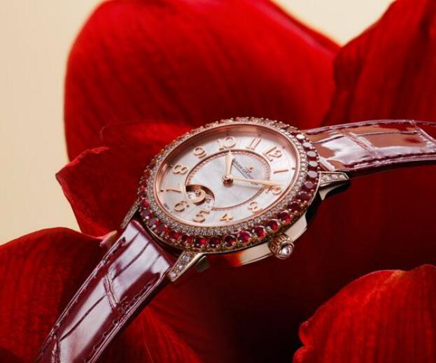 The timepiece has maintained all the elements that women favor.