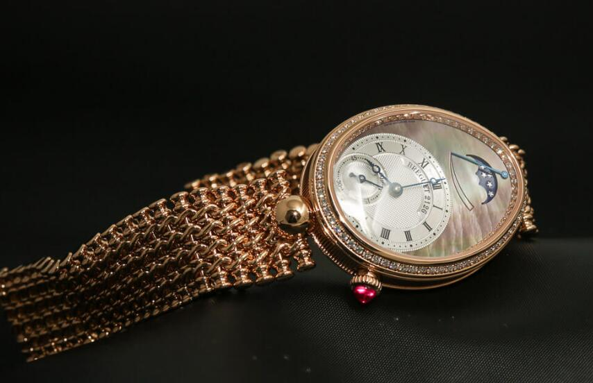 Swiss reproduction watches for hot sale are showy with rose gold.