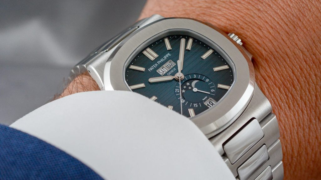 The Patek Philippe Nautilus replica is luxury sport watch chosen by many men.