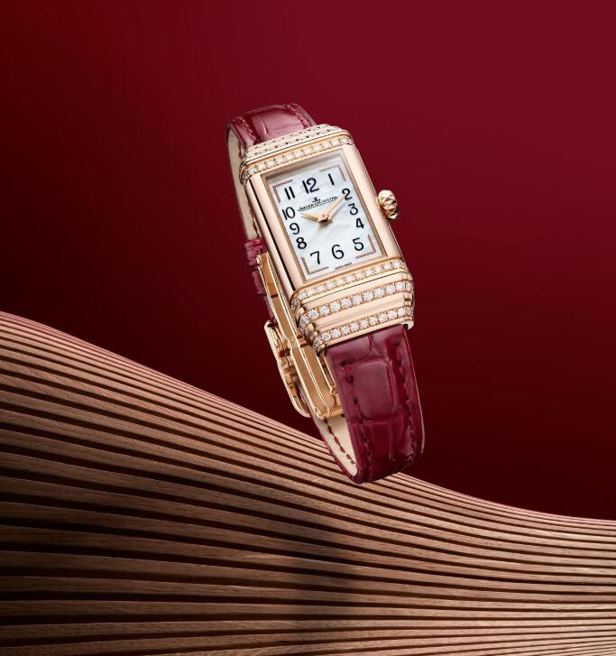 Online Jaeger-LeCoultre replica watches put Arabic numerals on the white dials.