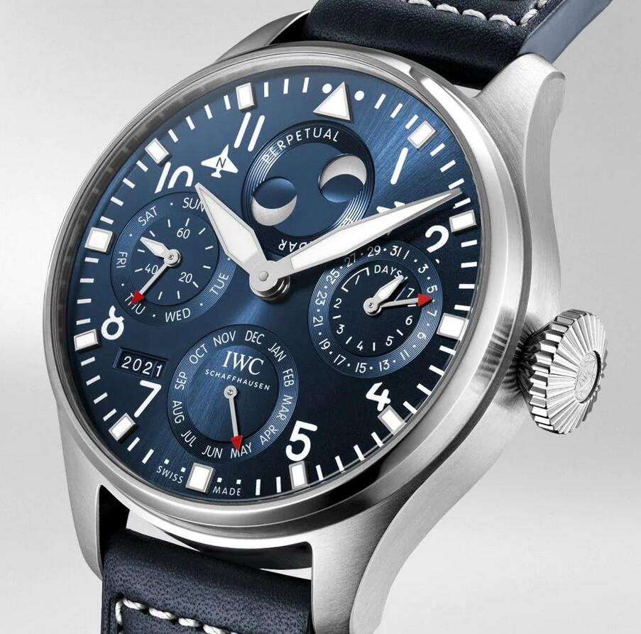 Online fake watches use blue to decorate the dials and straps.