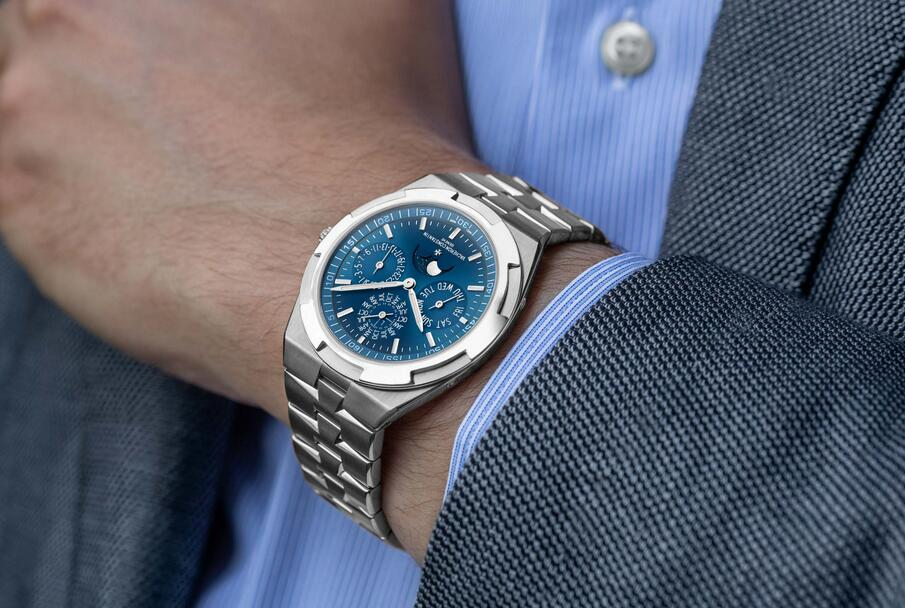 AAA fake watches are quite prominent with the equipment of the automatic movements.